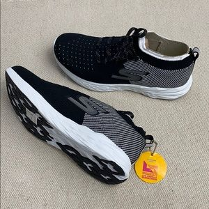 NWT Skechers Womens Size 8 Shoes Go Run 6 Black